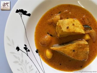 Vaaval Meen Kuzhambu / Pomfret Fish Curry