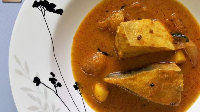 Vaaval Meen Kuzhambu / Pomfret Fish Curry