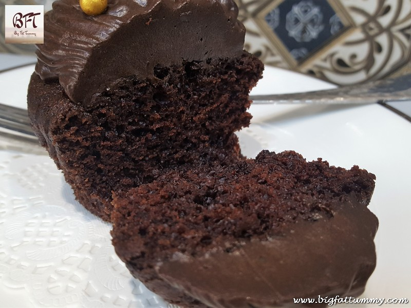 Making of Eggless Chocolate Muffins / Cupcakes