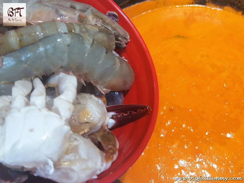 Preparation of Prawn and Crab Ros Curry